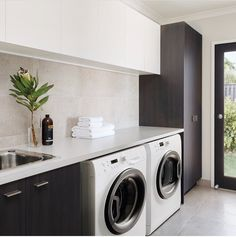 Top 5 tips to make laundry day a breeze - The Interiors Addict Interior Design Gallery, Interior Design Living Room, Living Room Designs, Modern Laundry Rooms, Laundry In Bathroom, Laundry Powder, Laundry Room Inspiration, Laundry Room Design, New Home Designs
