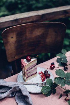 Gluten-free Cherry-Cardamom Cake & a Gathering in the Woods Glutenfreier Kirsch-Kardamom-Kuchen Cake Photography, Food Photography Styling, Food Styling, Cocktail Photography, Rustic Photography, Gluten Free Treats, Gluten Free Baking, Cupcakes, Cupcake Cakes