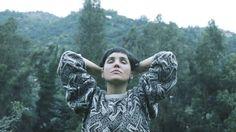 """Conversamos con Fran Straube (Miss Garrison) sobre Rubio, su proyecto más """"dark y nostálgico"""" a la fecha. También sobre mirar las montañas y sentir la alegría de vivir. Es primavera y un tiempo perfecto para nuevos estrenos musicales. En esta línea, Rubio, el proyecto de Fran Straube, baterista de Miss Garrison, quien volvió a Chile …"""