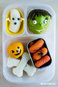 Monsters of Halloween Bentos! Bento Box Lunch For Kids, Kids Lunch For School, Lunch Snacks, School Lunches, Toddler Meals, Kids Meals, Boite A Lunch, Halloween Snacks, Kid Friendly Meals