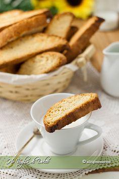 Italian Almond Biscuits, Italian Cookies, Italian Desserts, Italian Recipes, Italian Foods, Fruit Recipes, Sweet Recipes, Cookie Recipes, Biscuit Bread