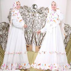 Asyiah Syari by Kanaya Dresses With Sleeves, Long Sleeve, Instagram Posts, Fashion, Moda, Full Sleeves, La Mode, Gowns With Sleeves, Fasion