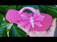 Beaded Sandals, Flip Flops, Baby Shoes, Beads, Flip Flop Craft, How To Make Butterfly, Bead Animals, Decorated Flip Flops, Tejidos