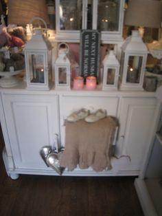 Hele fraaie antieke landelijke brocante meubelen, verkrijgbaar by Silk & Design, in Katwijk aan zee.