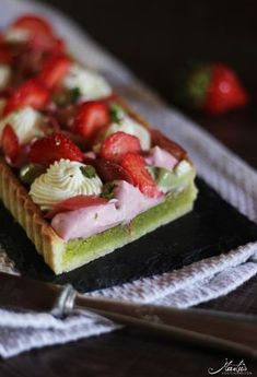 tart with strawberries, rhubarb and various mascarpone creams - Maren Lubbe - Delicious delicacies - Pistachio tart with strawberries and rhubarb Gourmet Desserts, No Bake Desserts, Dessert Recipes, Tarte Vegan, Rhubarb Cake, Novelty Birthday Cakes, Vegan Cake, Vegan Cheesecake, Cheesecake Recipes