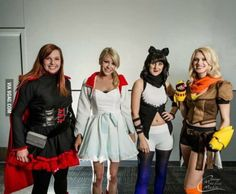 Cosplay Manga RWBY Vocie actors dress as their characters OMG it looks amazing! Cool Costumes, Cosplay Costumes, Cosplay Ideas, Costume Ideas, Amazing Cosplay, Best Cosplay, Rwby Voice Actors, Rwby Cosplay, Anime Cosplay