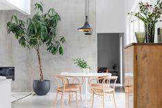 MITEN KULUTTAA SÄHKÖÄ VIISAAMMIN? Space Place, Industrial Style, Mid-century Modern, New Homes, Dining Room, Mid Century, Wall, Instagram Posts, House