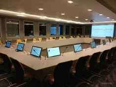 l y a quelques semaines nous vous montrions une table de réunion en fabrication dans nos ateliers. Découvrez maintenant cette table installée par notre équipe. #entreprise #reunion #angers #madeinfrance #salleinformatique