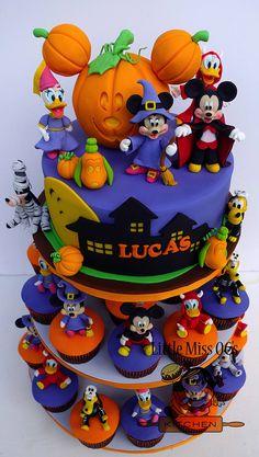 Halloween Theme Birthday, Halloween 1st Birthdays, Bolo Halloween, Disney Halloween Parties, Mickey Mouse Halloween, Halloween Desserts, Halloween Cupcakes, Halloween Treats, Cake Birthday