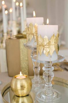 Dress up plain white candles with leaves taken from the garden and sprayed with gold spray paint. Use natural twine to wrap spray painted leaves around your candles. Christmas Tablescapes, Christmas Candles, Gold Christmas, Christmas Colors, Christmas Time, Christmas Crafts, Christmas Decorations, Xmas, Table Decorations