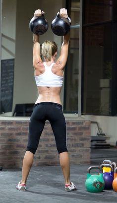 Ejercicios para reforzar la musculatura de los brazos con Kettlebells http://www.mundofitness.es/blog/circuito-de-ejercicios-con-kettlebells-para-ganar-musculatura-en-poco-tiempo/#