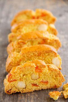 Petit biscuits provençal, que l'on retrouve aussi en Italie ou en Espagne, souvenir mon enfance, on s'y cassait les dents.