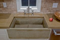 Concrete sink & countertop, not the color so much Concrete Sink, Concrete Kitchen, Farmhouse Sink Kitchen, Farm Sink, Concrete Floors, Kitchen Sinks, Copper Kitchen, Cement Countertops, Sink Countertop