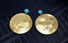 Goldene opulente große runde Edelstein Türkis Ohrringe weiße Zirkone Statement Schmuck € 43,90 Belly Button Rings, Drop Earrings, Etsy, Vintage, Jewelry, Gold Stud Earrings, Rhinestones, Circuit, Craft Gifts