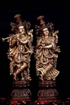 Krishna Flute, Krishna Statue, Radha Krishna Love, Hare Krishna, Radha Radha, Story Of Krishna, Brass Statues, Krishna Wallpaper, Indian Gods