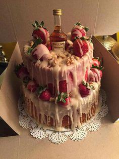 Hennessy Cake ♥ - Hennessy Cake ♥ Estás en el lugar correcto para diy clothes Aquí presentamos diy que está busca - Hennessy Cake, Hennessy Drinks, Köstliche Desserts, Delicious Desserts, Yummy Food, Cake Recipes, Snack Recipes, Dessert Recipes, Birthday Cakes