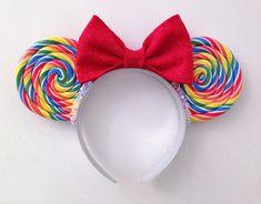 Rainbow Lollipop Mouse Ears Black Headband, ORIGINAL Lifelike Hand-Rolled Regenbogen Lutscher Minnie Mickey Mouse Ohren holographische Holo This image has. Disney Diy, Diy Disney Ears, Disney Bows, Disney Crafts, Mini Mouse Ears, Disney Minnie Mouse Ears, Disney Ears Headband, Disney Headbands, Micky Ears