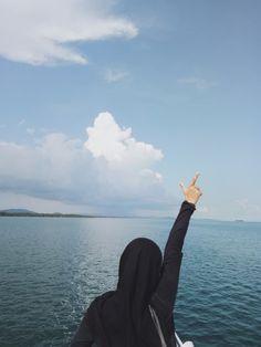 Hijabi Girl, Girl Hijab, Girl Photography Poses, Tumblr Photography, Karbala Photography, Beautiful Hijab Girl, Islam Women, Modern Hijab Fashion, Islamic Girl