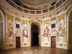 AKG-imágenes -Trompe-l'oeil with mythological figures, by Louis Dorigny (1654–1742), circular central hall Villa Almerico Capra, also known as La Rotonda (UNESCO World Heritage List, 1994), Vicenza, Veneto.