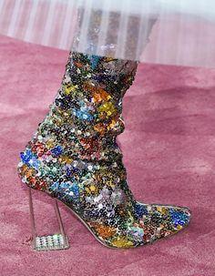 ACCESSOIRES DU DÉFILÉ CHRISTIAN DIOR HAUTE COUTURE PRINTEMPS-ETÉ 2015 http://www.elle.fr/Mode/Les-defiles-de-mode/Haute-Couture-Printemps-Ete-2015/Femme/Paris/Christian-Dior/Accessoires