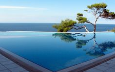 Contemporary Swimming Pool with exterior stone floors, Infinity pool Infinity Pools, Infinity Edge Pool, Infinity Pool Backyard, Endless Swimming Pool, Swimming Pool Designs, Swimming Pools, Patio Edging, Amazing Nature Photos, Pool Remodel