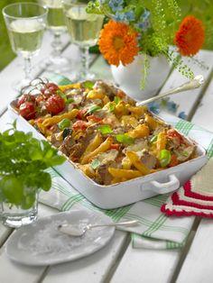 Gör en frestande gratäng till middag! Med paprika, zucchini och läckert osttäcke blir fläskfilén förföriskt god!
