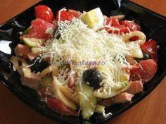 Salata bulgareasca Cobb Salad, Cabbage, Vegetables, Food, Veggies, Veggie Food, Meals, Vegetable Recipes, Yemek