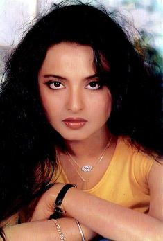 Perfect Face Shape, Rekha Actress, Bollywood Pictures, Most Beautiful Eyes, How To Style Bangs, Vintage Bollywood, Asian Makeup, Actor Photo, Bollywood Actors
