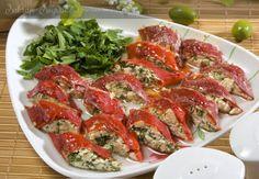 BODRUM'UN CEVİZLİ BİBER DOLMASI TARİFİ - Sahrap Soysal Yemek Tarifleri Vegetarian Side Dishes, Vegetarian Recipes, Cooking Recipes, Healthy Recipes, Tasty Dishes, Middle East Food, Middle Eastern Recipes, Turkish Recipes, Ethnic Recipes