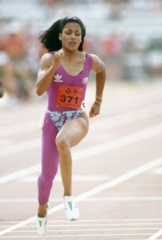 Florence Griffith-Joyner at the 1988 Olympic Games Flo Jo, Fit Black Women, Beautiful Black Women, Beautiful People, Florence Griffith Joyner, Jackie Joyner Kersee, Vintage Black Glamour, Beyonce And Jay Z, Michelle Lewin