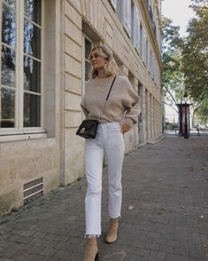 Herbst Outfit Winter Outfit Strickwaren Pullover Pullover neutral nackt Stiefel … Autumn outfit winter outfit knitwear pullover sweater neutral naked boots white jeans streets So Beige Outfit, Zara Outfit, Outfit Jeans, Neutral Outfit, Cream Jeans Outfit, Neutral Boots, Shirt Outfit, Winter Outfits For Teen Girls, White Jeans