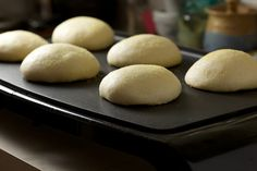 Step by Step Tutorial: Homemade English Muffins - unfortunately, no recipe included :(