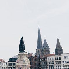 #winter is #coming #gent #ghent #visitgent #ghentcity #vrijdagmarkt #historic #square #city #belgium #vsco #vscocam #wanderlust #travel #travelgram #igbelgium #windows #statue
