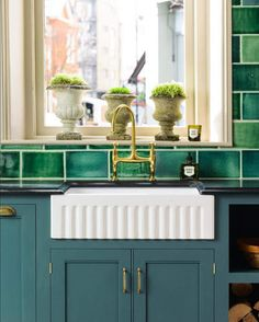 Oh my I've died and gone to kitchen heaven. This is it. English country kitchen perfection an...