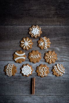 christmas craft and iced annas gingerbread biscuits Merry Christmas, Christmas Sweets, Christmas Baking, Winter Christmas, Christmas Cookies, Christmas Time, Christmas Crafts, Christmas Decorations, Gingerbread Cookies