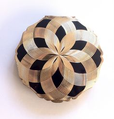 WOWsiers ♥♥♥ this stunning Stratton Compact