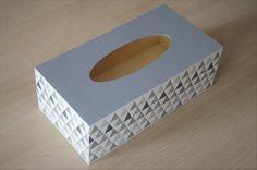 boîte à mouchoirs en bois graphique : Accessoires de maison par planete-b