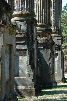 Ruins of Windsor plantation In Claiborne County Mississippi (built 1861 - burned Southern Architecture, Architecture Old, Beautiful Architecture, Beautiful Buildings, Architecture Details, Old Buildings, Abandoned Buildings, Abandoned Places, Southern Plantation Homes