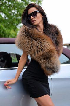 bc4635e25361 136 meilleures images du tableau châle, étole fourrures   Fur, Furs ...