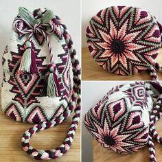 """linseybeekmans auf Instagram: """"TROTS!! eindelijk is mijn mochilla tas klaar! Daar hebben heel veel uurtjes ingezeten! Maar ik ben blij met het resultaat!! 😍 #mochila…"""" Tapestry Crochet Patterns, Bead Loom Patterns, Crochet Stitches, Bag Patterns, Crochet Handbags, Crochet Purses, Crochet Bags, Crochet Cross, Love Crochet"""