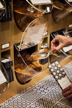Spice display system at Gewurzhaus, The Strand Arcade, Sydney by Doherty Design… Supermarket Design, Retail Store Design, Retail Shop, Bakery Design, Cafe Design, Restaurant Design, Boutique Bio, Bulk Store, Fruit Shop