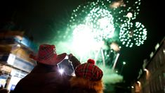 B2 TEFL- Reading | New Year's Eve celebrations start in the evening on December 31st in the UK. Some young people go to parties and others stay at home with their family. After the celebrations, it's traditi