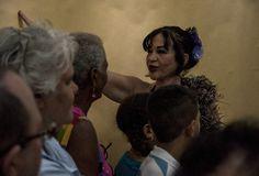 Zaida del Río en uno de los momentos del performance. Foto: Fernando Medina / Cubahora.