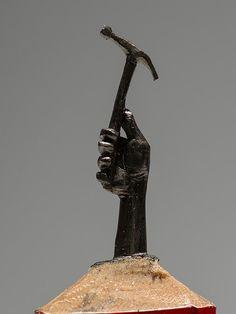 Mine de crayon sculpté - main tenant marteau-Miniature Art un bijoutier