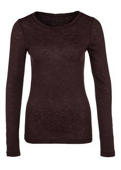 Basic-Shirt mit langem Arm in einer weichen und elastischen Machart aufgrund der offenen Abstrickung. Die anschmiegsame Jerseyware kommt mit wirkungsvollem Flammgarn und einer getwisteten Halslinie. Aus 100% Baumwolle....