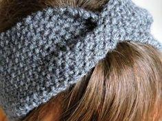 Risultati immagini per tuto bandeau tricot Headband Laine, Diy Headband, Knitted Headband, Knitted Hats, Crochet Hats, Loom Knitting Projects, Knitting Videos, Knitting Patterns, Loom Patterns