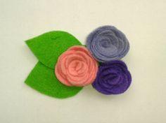 Broche de fieltro en tonos lila y morado