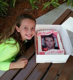 Sooo doing this Adam Levine cake YES
