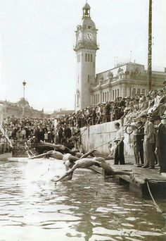 Puerto de Valencia.1929.Travesia a nado / vintage / photography 7 cities