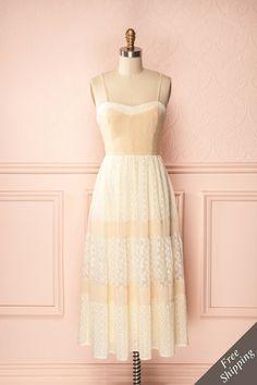 Liana ♥ Les harmonies douces que forment les couleurs pures de cette robe sont rares et précieuses.   The soft harmonies formed by these pure colours are rare and precious.